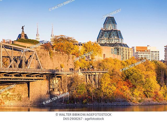 Canada, Ontario, Ottowa, capital of Canada, Alexandria Bridge and National Gallery, autumn