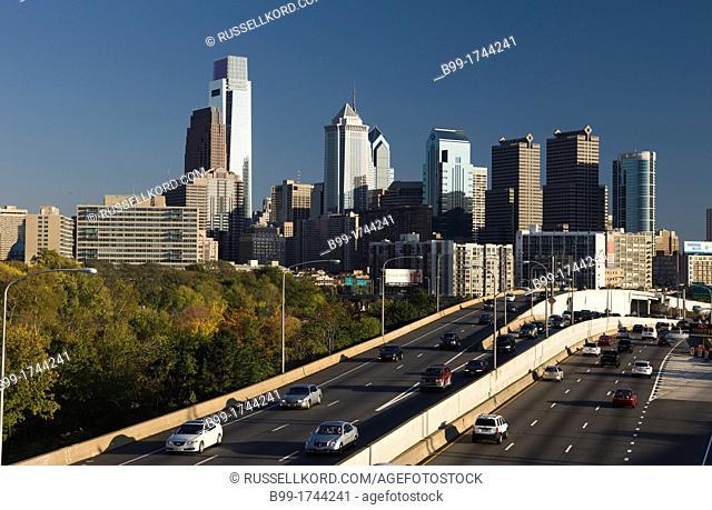 Route I-76 Schuylkill Expressway Schuylkill River Downtown Skyline Philadelphia Pennsylvania USA