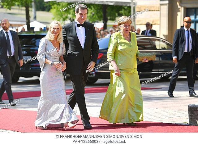 v.re: Federal Chancellor Angela MERKEL, Markus SOEDER (Prime Minister of Bavaria and CSU chairman) and wife Karin Baumueller Soeder. on her arrival
