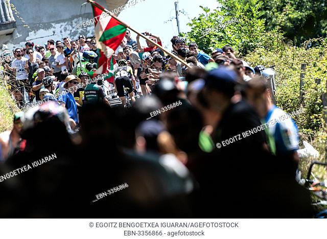 Lucy Kennedy passing through supporters at the Clásica San Sebastián, Basque Country, Spain