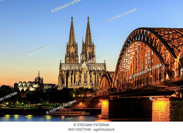 Cologne Cathedral and Hohenzollern Bridge, Old Town, Cologne, North Rhine Westphalia, Germany