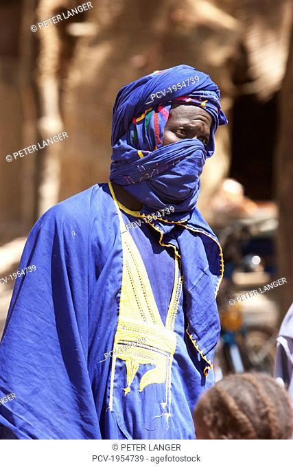 Man wearing a turban at the Monday Market in Djenne, Mali