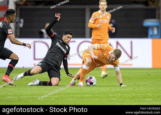 Fabian KLOS r. (BI) im duels versus Nadiem AMIRI (LEV), action. Soccer 1st Bundesliga, 25th matchday, Bayer 04 Leverkusen (LEV) - Arminia Bielefeld (BI) 1: 2