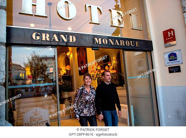 SOPHIE AND CHRISTOPHE AT THE ENTRANCE TO THE HOTEL DU GRAND MONARQUE, BEST WESTERN, CHARTRES, EURE-ET-LOIR 28, FRANCE