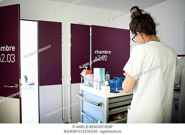 Reportage in a weekly hospitalization service in the endocrinology unit of a hospital in Savoie, France. Diabetic patients are hospitalized for a week to...