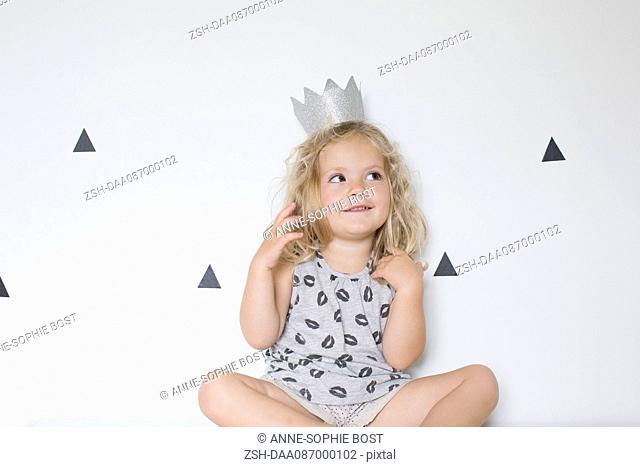 Little girl wearing paper crown