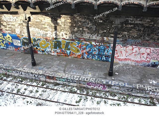 tourism, France, paris 18th arrondissement, former railways, railroad, petite ceinture, railway, wall, graffiti, graffiti, graf, snow, quai, train, rue belliard