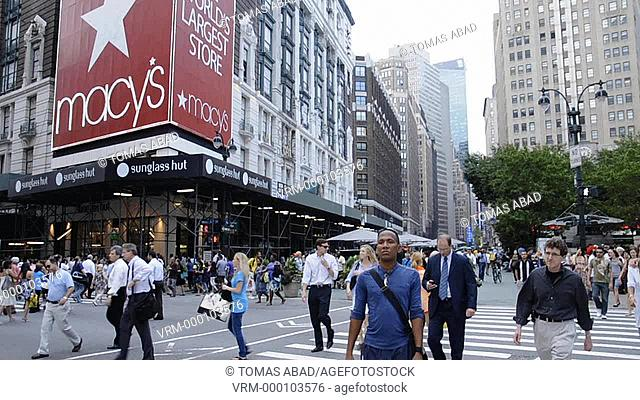 Rush hour afternoon in July, 34th Street, Herald Square, Macy's Department Store, Manhattan, Broadway, New York City, USA