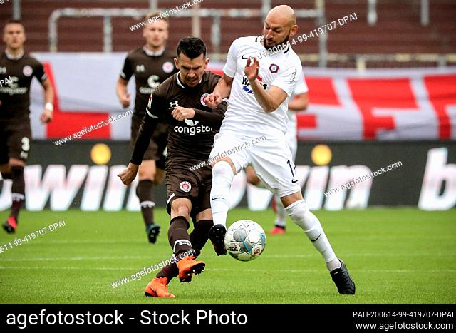 14 June 2020, Hamburg: Football: 2nd Bundesliga, FC St. Pauli - Erzgebirge Aue, 31st matchday at the Millerntor stadium Waldemar Sobota (l) from FC St
