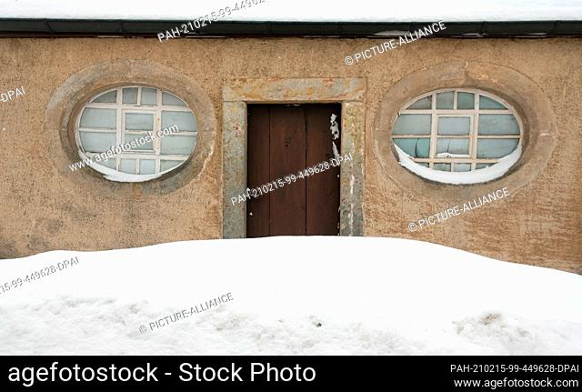 15 February 2021, Saxony, Kühnhaide: The door of the church in Kühnhaide, a district of the Saxon town of Marienberg in the Erzgebirge district
