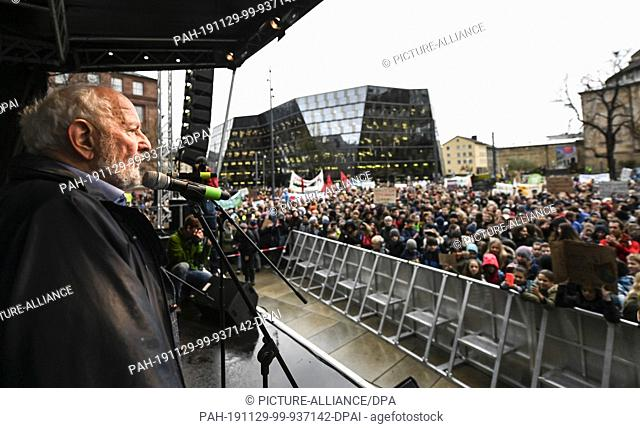 "29 November 2019, Baden-Wuerttemberg, Freiburg: The environmental scientist Ernst Ulrich von Weizsäcker will speak on stage at the """"Fridays for Future"""" action..."