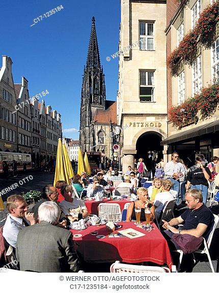 Germany, Muenster, Westphalia, Muensterland, North Rhine-Westphalia, Prinzipal Market Place, gable houses, archways, Saint Lamberti Church, catholic church