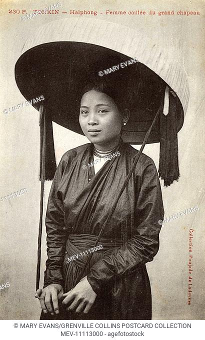 Vietnam - Hai Phong - Pretty woman wearing a fabulous wide-brimmed hat with tassels and a handy holding strap!