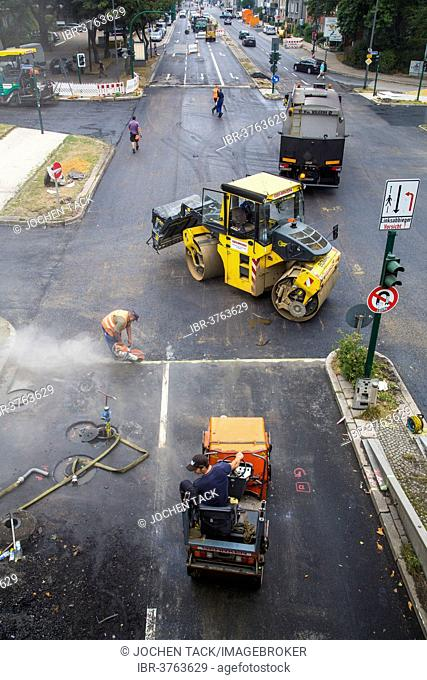 Worker asphalt road construction Stock Photos and Images