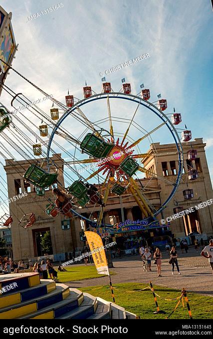 Summer in the City, Königsplatz Munich, Ferris wheel