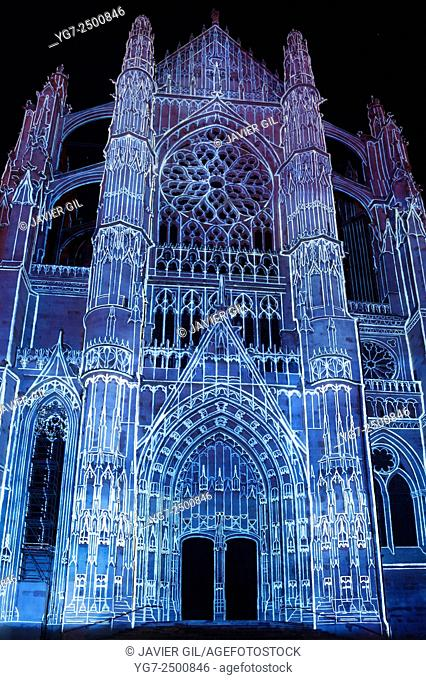 """""""""""""""""""""""La Cathédrale Infinie"""""""" spectacle in the cathedral of Beaubais, Oise, Picardie, France"""