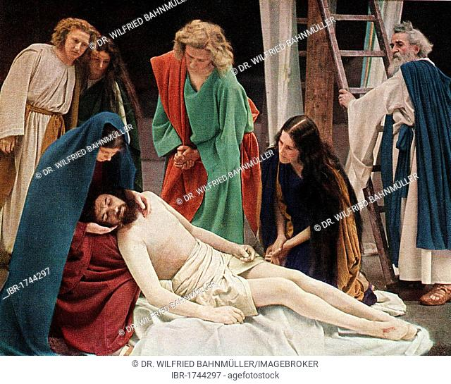 Jesus after the crucifixion with Mary his mother, colour post card from a Uvatypie template, Oberammergau Passion Play 1930, Upper Bavaria, Bavaria, Germany