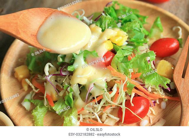 salad vegetable quail eggs
