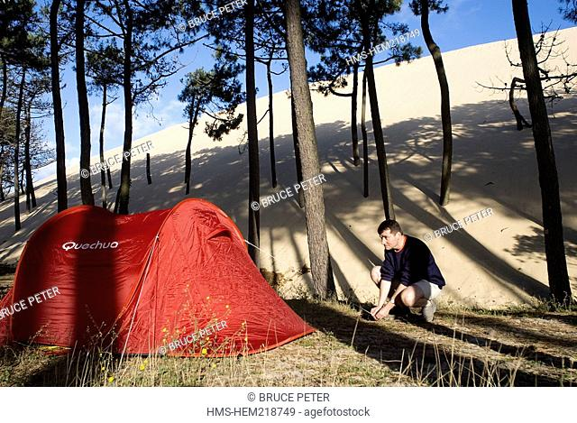 France, Aquitaine, Gironde 33, Pyla-sur-Mer, Pyla Dune, camper and its tent under pine trees