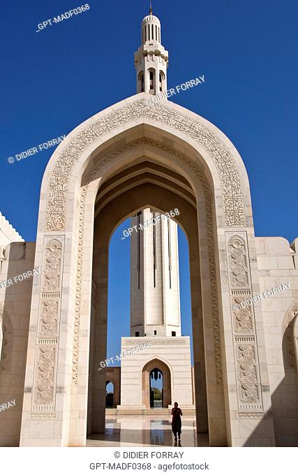 ARCHES MARKING THE ENTRANCE TO SULTAN QABOOS' GREAT MOSQUE INAUGURATED IN 2001, MUSCAT, SULTANATE OF OMAN, MIDDLE EAST