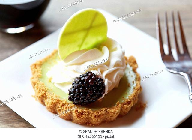 Mini keylime pie with a blackberry