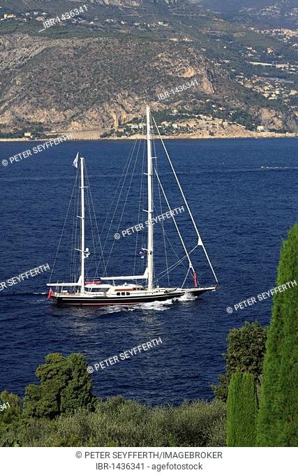 Sailing yacht at Cap Ferrat, Département Alpes Maritimes, Région Provence-Alpes-Côte d'Azur, France, Europe