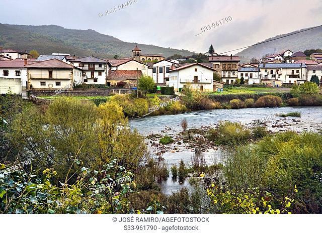 Rio Irati en Oroz-Betelu  Navarra  España