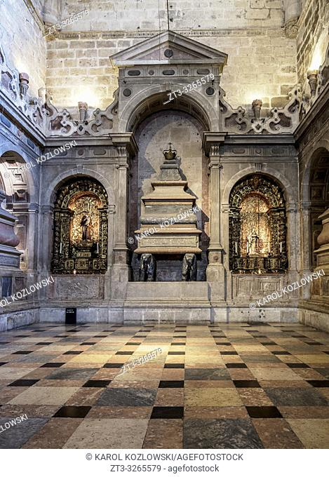 Church of Santa Maria, interior, Jeronimos Monastery, Belem, Lisbon, Portugal