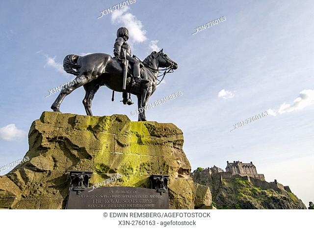 UK, Scotland, Edinburgh - A monument overlooking the Edinburgh Castle, a historic fortress situated at the top of Castle Rock in Edinburgh, Scotland's compact
