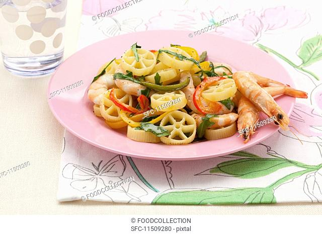 Pasta with prawns and vegetables