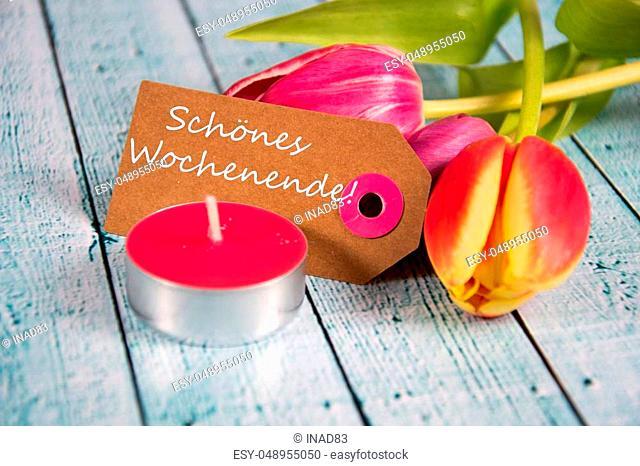 Schönes Wochenende! inscription written on paper tag