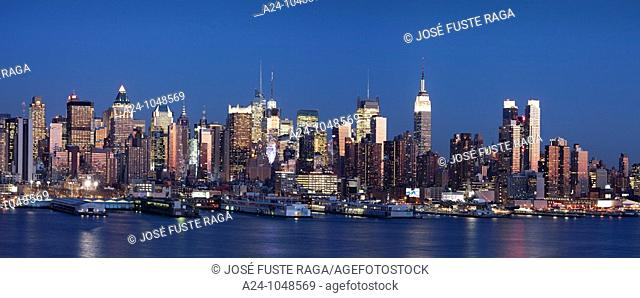 Panorama of Midtown Manhattan skyline across Hudson River from New Jersey, New York City, USA
