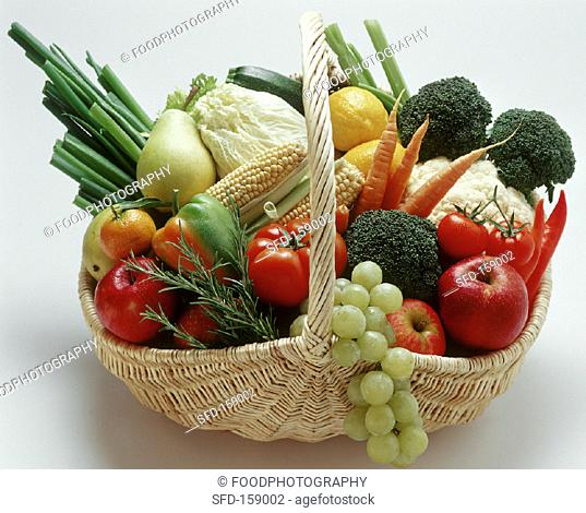 Fruit and vegetables in a wicker basket (1)