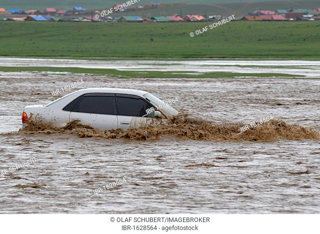 Car trying to cross a flooded river, Uyanga, Oevoerkhangai Aimak, Mongolia, Asia