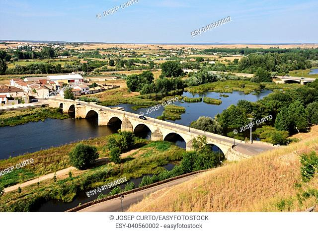 bridge and River Agueda, Ciudad Rodrigo, Castile and Leon, Spain