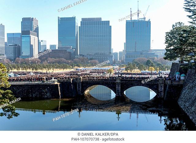 Japan: Seimon Ishibashi bridge, from inside the Imperial Palace..Photo from 23. December 2017. | usage worldwide. - Tokio/Kanto/Japan