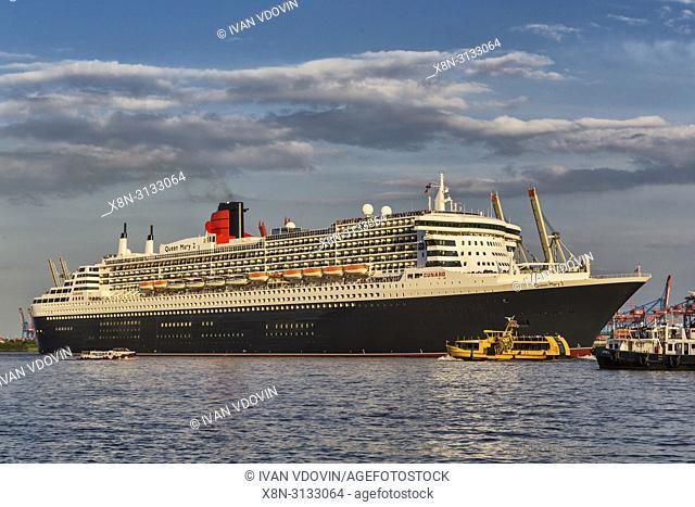 Queen Mary 2 cruise ship, Elbe river, Hamburg, Germany