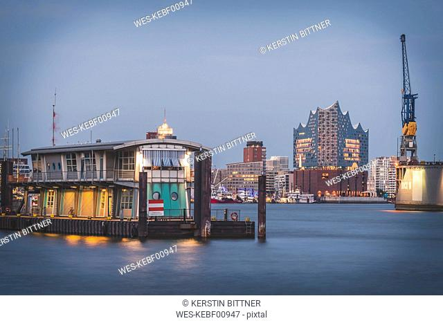 Germany, Hamburg, view over Elbe river to Elbe Philharmonic Hall in the evening
