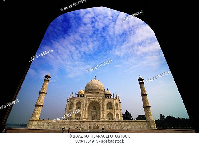 A grand view of the Taj Mahal in Agra, India