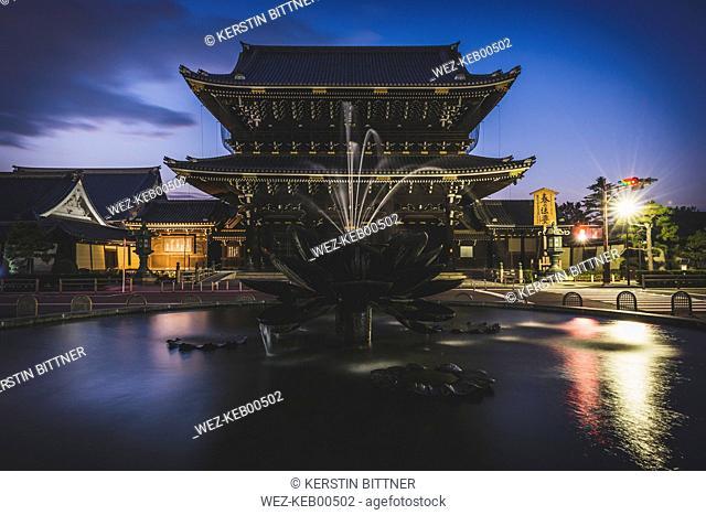 Japan, Kyoto, entrance gate to Higashi Hongan-ji temple