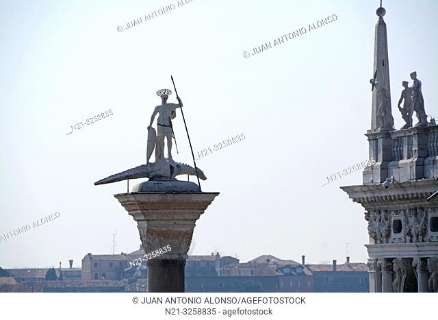 Partial view of the Sansoviniana Library on the right. and the column of San Teodoro in front of the Canale di San Marco