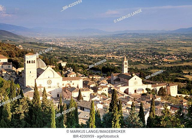 View of Assisi with the Cathedral of San Rufino and the Church of Santa Chiara, Assisi, Province of Perugia, Umbria, Italy