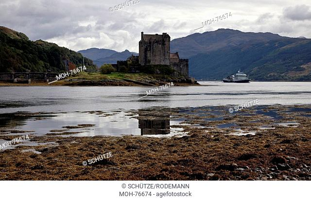 Eilean Donan Castle bei Dornie, Wasserburg im Loch Duich