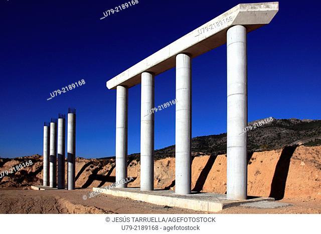 Obras públicas: Puente en construcción en la variante A-31 a A-35, en los términos que de Fuente La Higuera (Valencia) y Villena (Alicante)