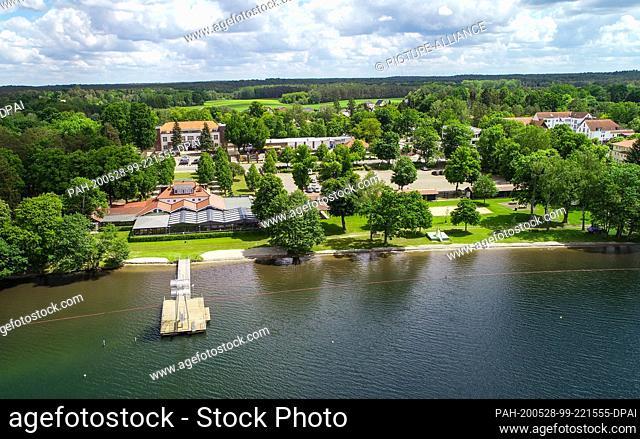 28 May 2020, Brandenburg, Wandlitz: View of the Wandlitzsee lido (aerial view with a drone). In the lido Wandlitzsee (district Barnim) World War II ammunition...