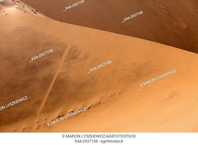 Edge of an orange dune, Namib desert near Soussuvlei, Namib-Naukluft National Park, Namibia