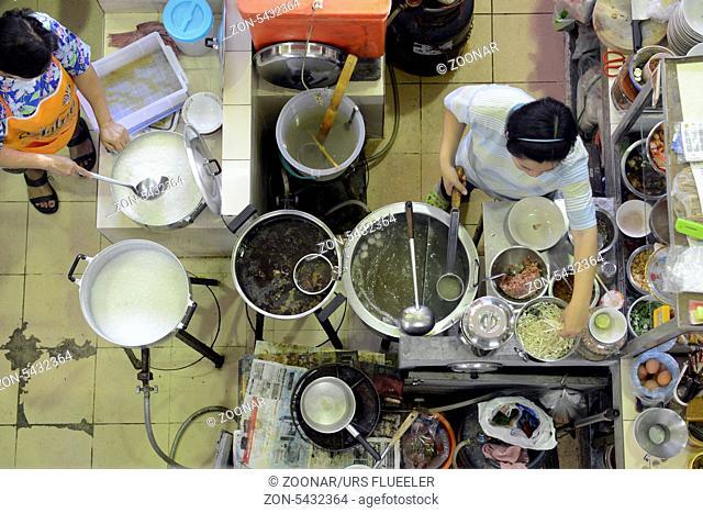 Eine Marktkueche auf den Day Markt in der Hauptstadt Phuket Town auf der Insel Phuket im sueden von Thailand in Suedostasien