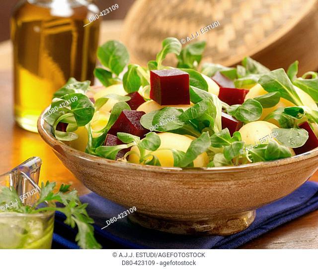Lamb's lettuce, beet ans potatoe salad