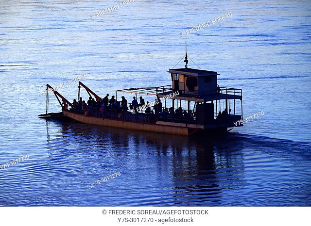 Ferry boat across Mekong river, Koh Trong island, Cambodia, South East Asia, Asia