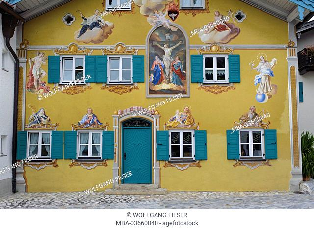Mittenwald, house with Lüftlmalerei (kind of trompe l'oeil on houses in Bavaria) in the historical city centre